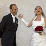 Hochzeit Andrea und Marcel, fröhliches, aufgestelltes Brautpaar