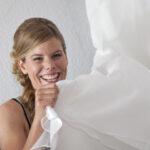 Hochzeit Barbara und Tobias, lustige Situation vor dem Anziehen des Kleides