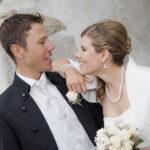 Hochzeit Barbara und Tobias, ein cooles Brautpaar, anlachend