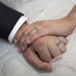 Hochzeit Christina & Marcel, Hände des Brautpaares während der Trauung