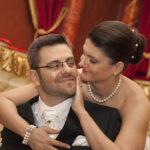 Hochzeit Christina & Marcel, Brautpaar mit lieber Geste