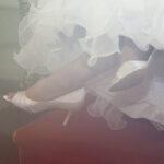 Hochzeit Christina & Marcel, Hochzeitskleid und Schuhe der Brau