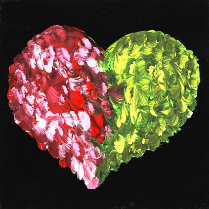Herz in rotgrün mit Federli auf schwarzem Hintergrund