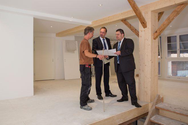 Banking, Meeting auf Baustelle