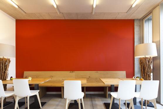 Farbkonzept in der Cafeteria der PH Schwyz