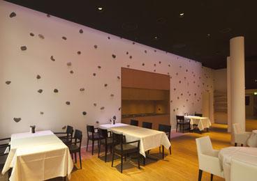 Mauer mit eingelegten Steinen, Restaurant Parkhotel Zug
