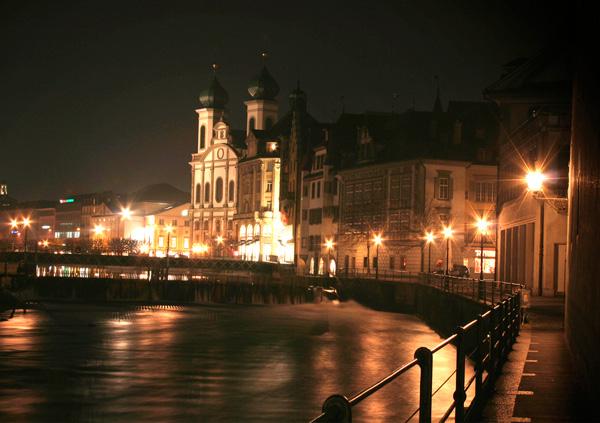 Jesuitenkirche Luzern mit Abendbeleuchtung