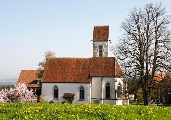 Kirche St Wolfgang Hünenberg im Frühling