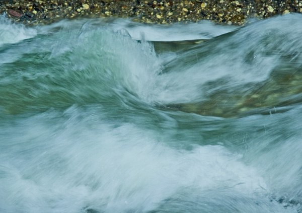 Blaue Energie, Wellen im Wasser