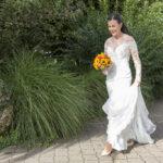 Hochzeit Yvonne und Roman, Braut geht in Richtung Bräutigam