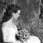 Hochzeit Yvonne und Roman, Braut in Gedanken versunken