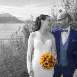 Hochzeit Yvonne und Roman, Paarbild schwarz/weiss am See